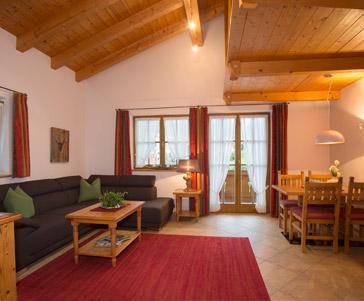 Hotel und Ferienwohnungen in Krün im Karwendelgebirge // Landhotel ...